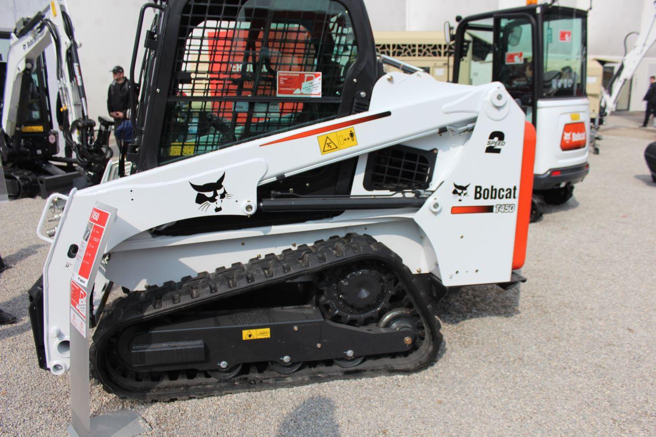 Bobcat T450 mit Raupenfahrwerk und Gummikette von Bridgestone
